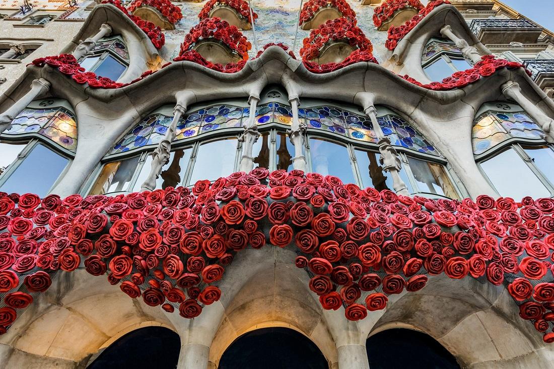 Sant Jordi's Day   Your Guide Barcelona